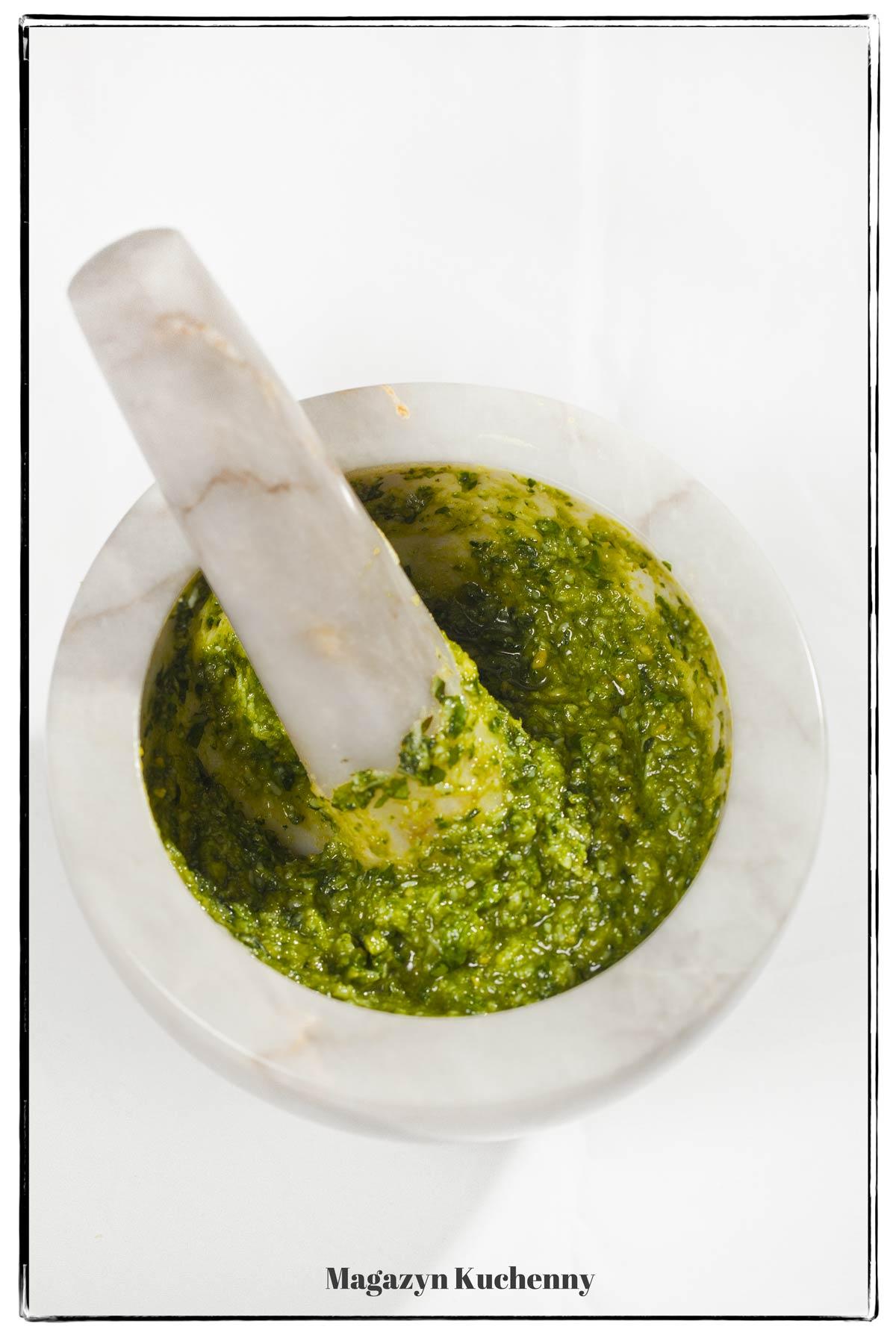 Pesto genovese – klasyczne pesto z bazylii