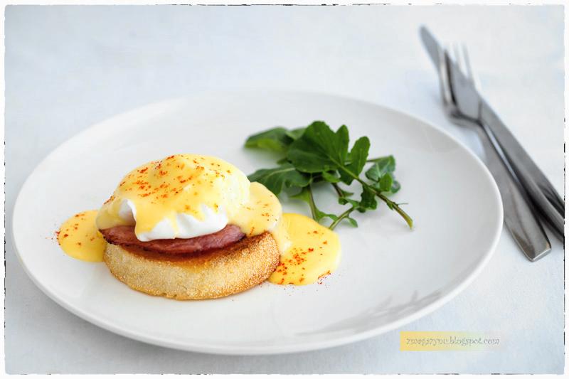 Jajka po benedyktyńsku (jajka à la Benedict)