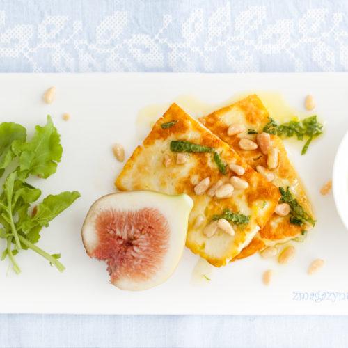 Smażony ser halloumi z figami i sosem cytrynowo-miętowym