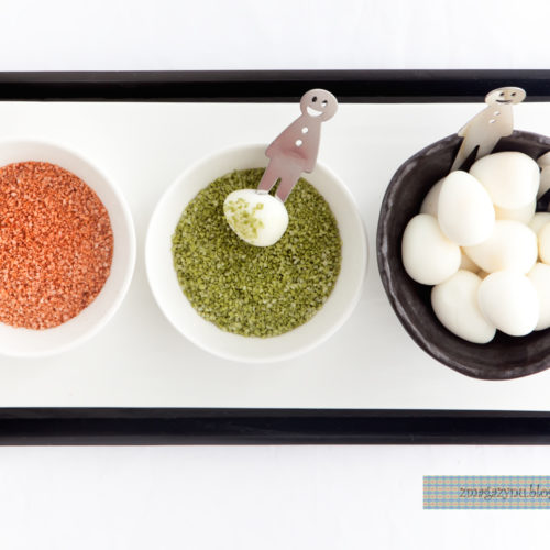 Gotowane jajka przepiórcze z zieloną herbatą i solą paprykową
