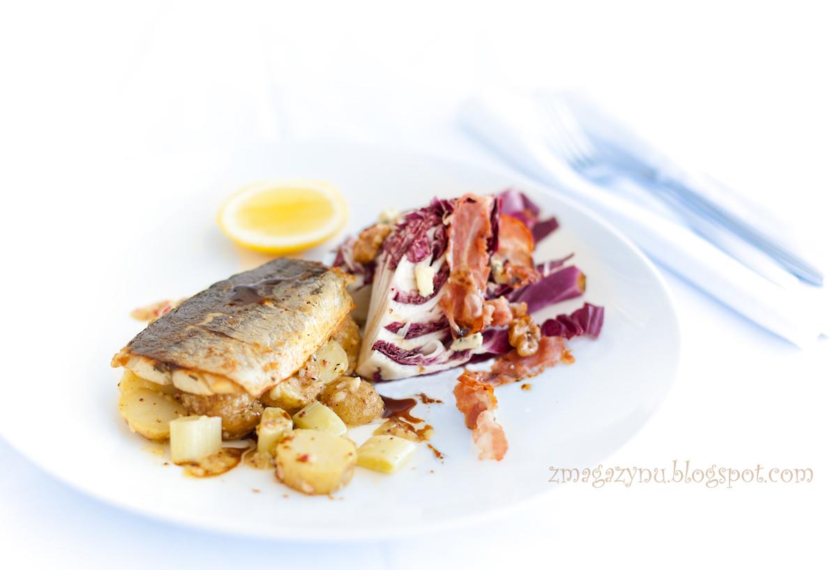 Smażona makrela i sałatka ziemniaczana na ciepło