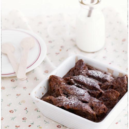 Czekoladowy pudding z croissantów z nutellą