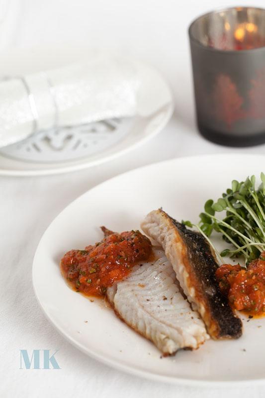 ryba smazone filety z sosem pomidorowym