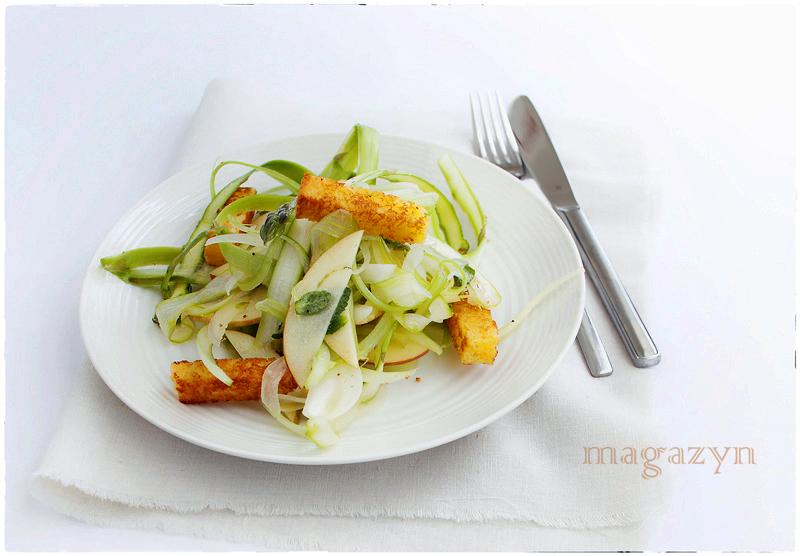 szparagowa salatka z jablkiem