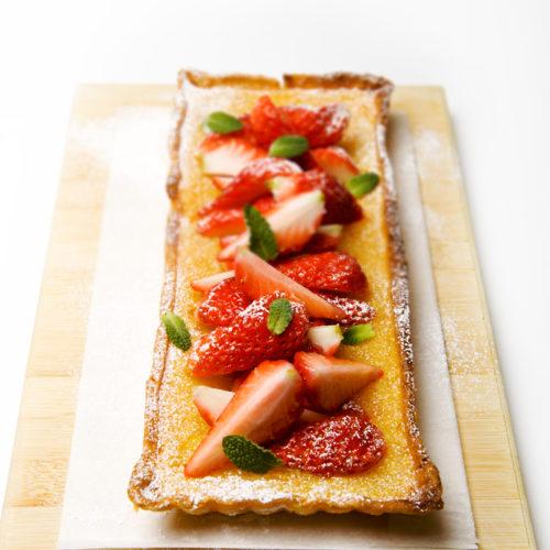 Tarta cytrusowa ze świeżymi truskawkami