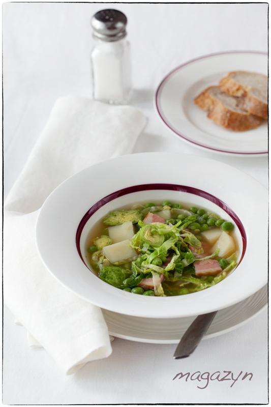 Zupa z brukselką i zielonym groszkiem