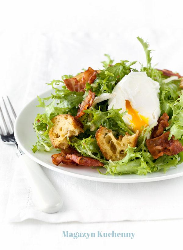 salata-frisee-z-jajkiem-w-koszulce