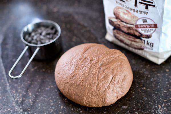 Czekoaldowy chleb przed upieczeniem