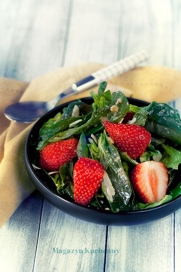 salatka-z-truskawkami