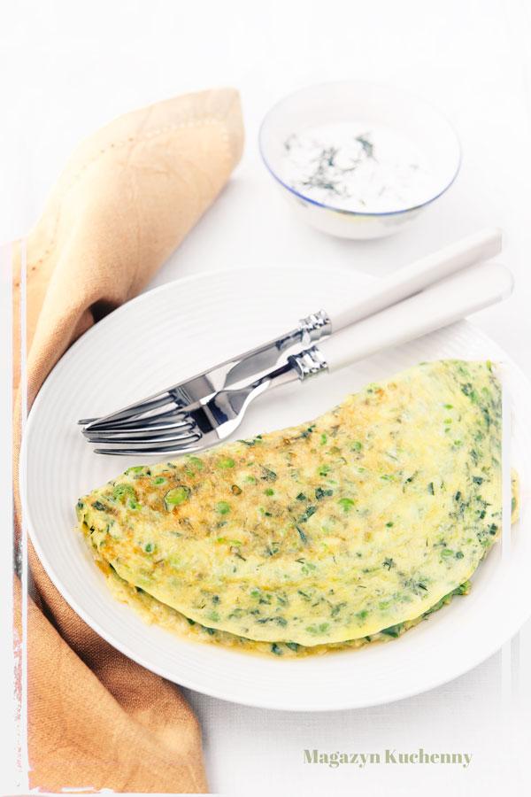 omlet-z-zielonym-groszkiem-i-ziolami