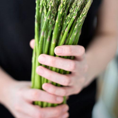 Jak przygotować szparagi i z czym je podawać