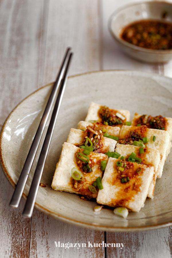 Smażone tofu z pikantnym sosem