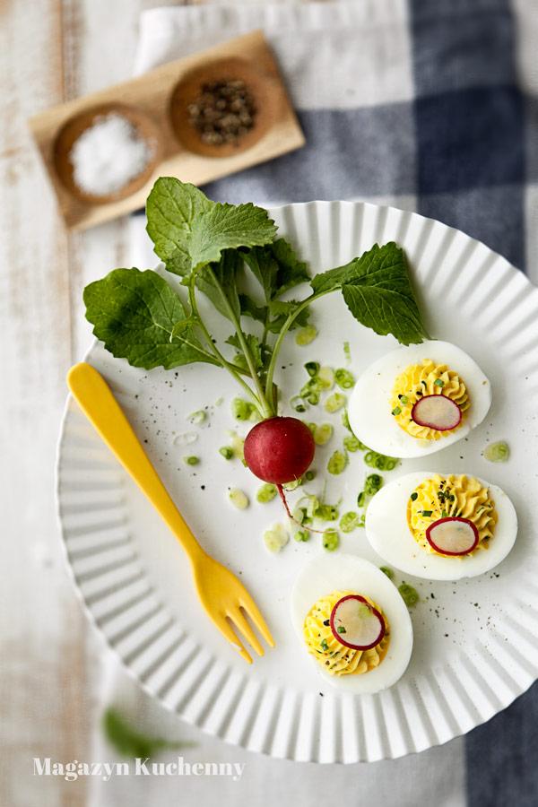 jajka-faszerowane-wiosenne-z-feta