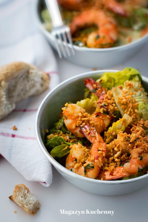 krewetki-z-chili-i-salata