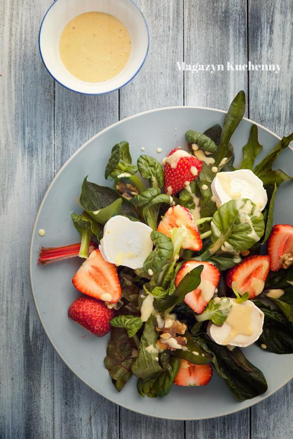 salatka-z-truskawkami-i-serem-kozim