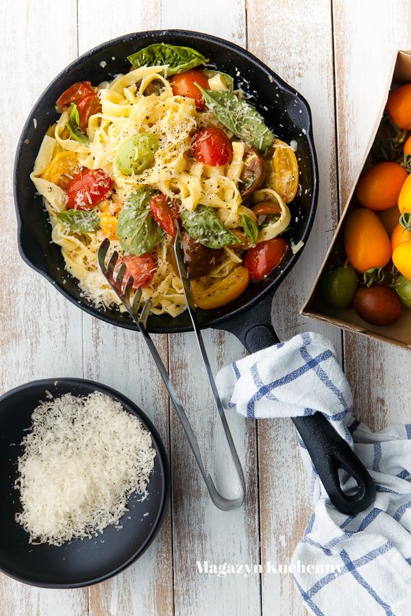 Szybki makaron z pomidorami