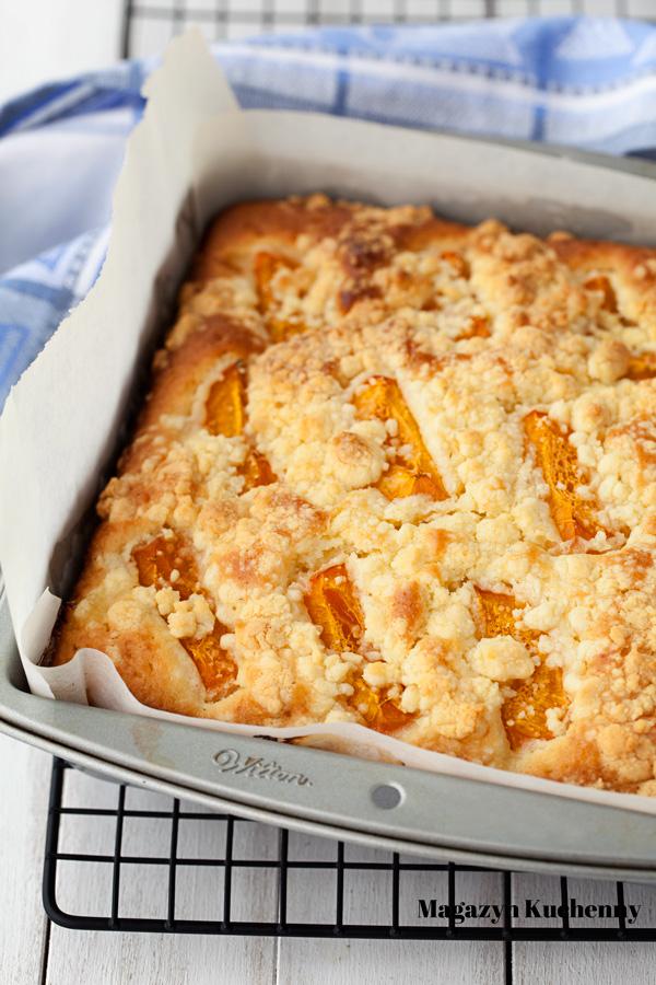 ciasto-z-owocami-i-kruszonka