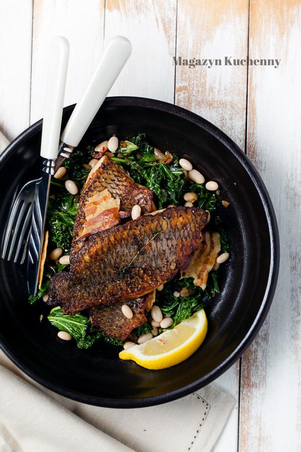Filety rybne na jarmużu z fasolą