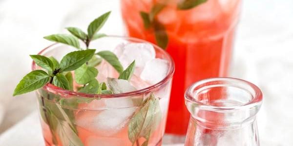 lemoniada z truskawek i rabarbaru