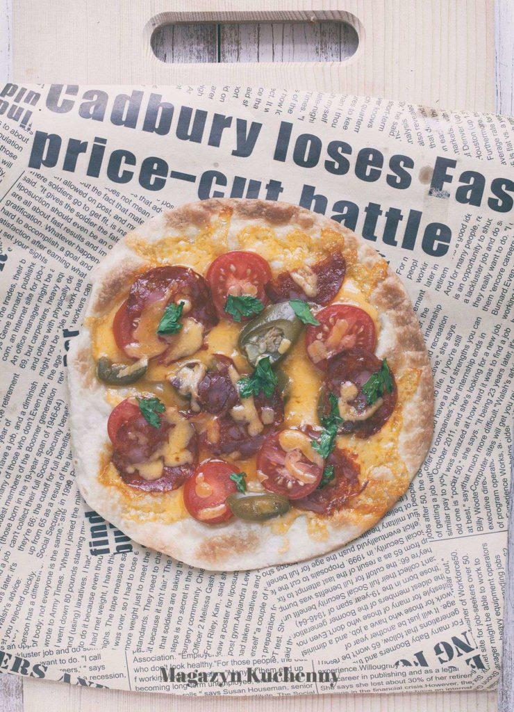 MK--pikantna--pizza--na--tortilli--cheddar--chorizo--jalapeno