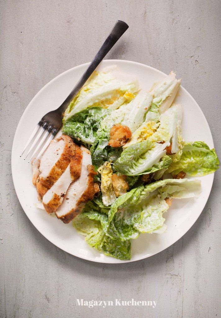 salatka Cezara z kurczakiem