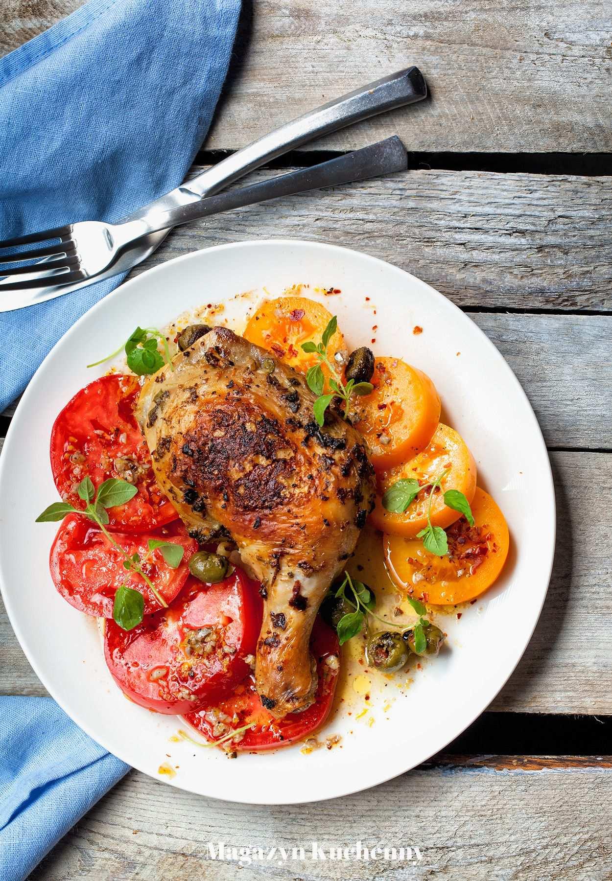 Kurczak w oregano z sałatką pomidorową