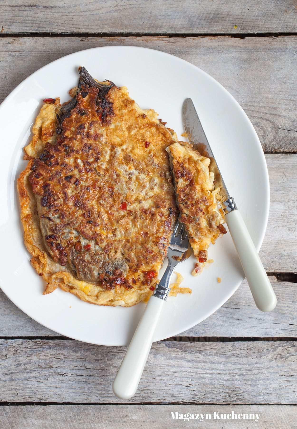 Omlet z bakłażanem, papryką i mieloną wieprzowiną
