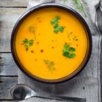 Zupa z pieczonej marchewki, z imbirem, miodem i octem jabłkowym