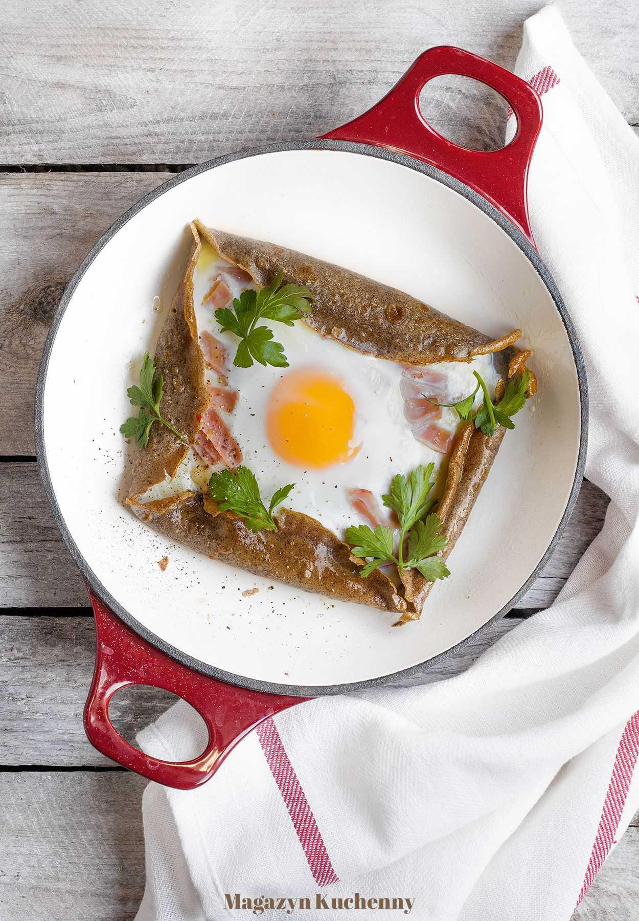 Galette z jajkiem, serem i szynką