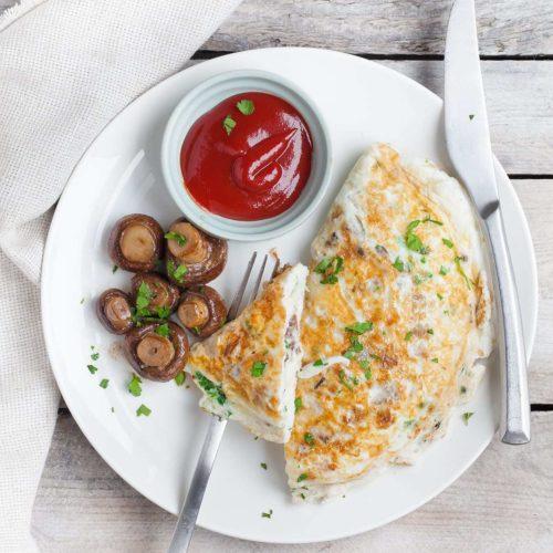 Omlet z białek z pieczarkami i serem