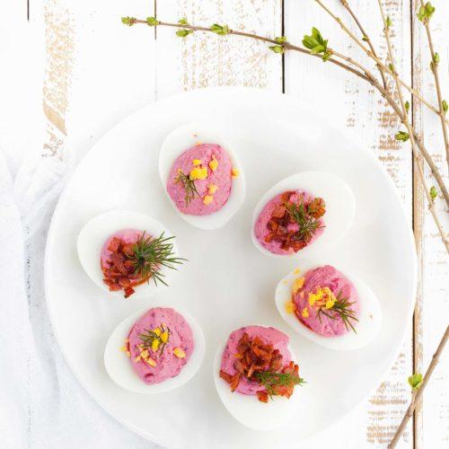 Jajka faszerowane ćwikłą i twarożkiem