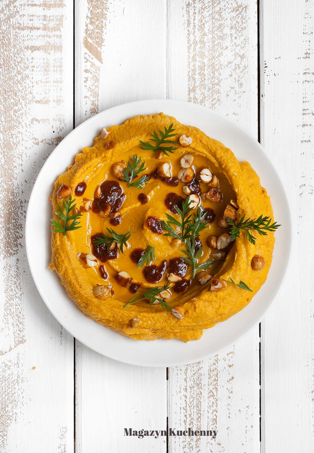 Hummus z marchewki z masłem orzechowym