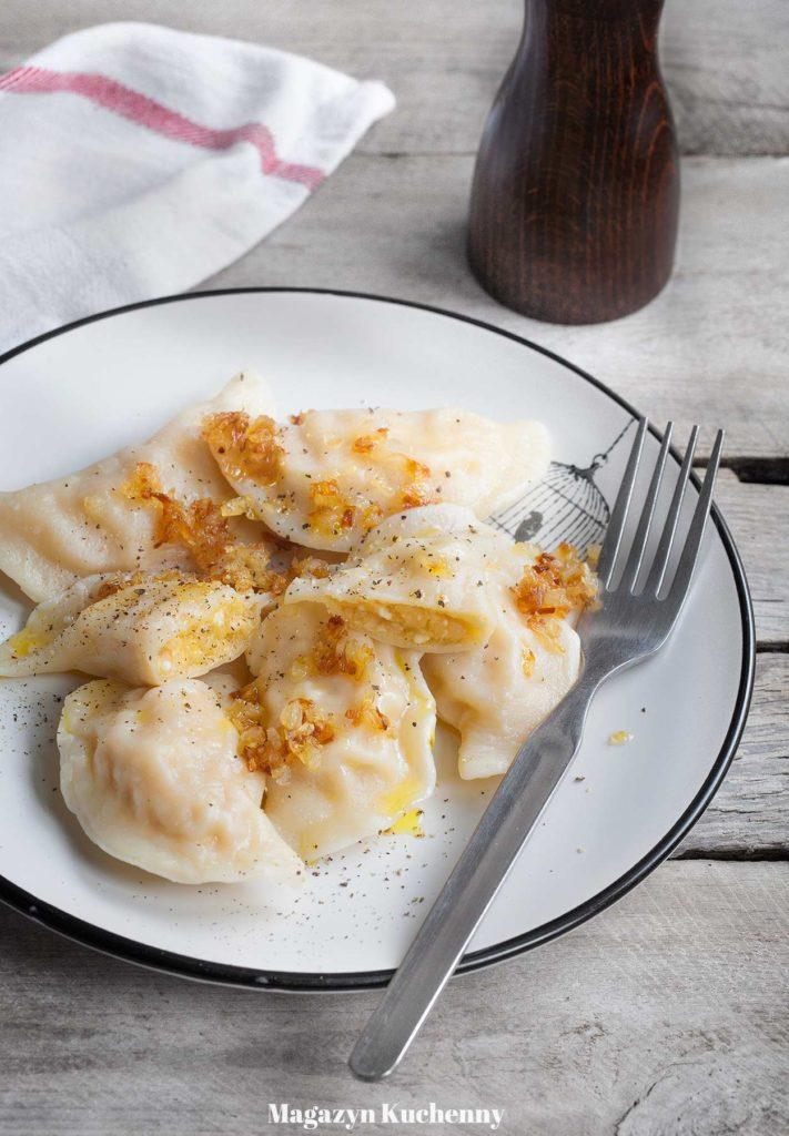 Pierogi ruskie - pierogi z ziemniakami, twarogiem i cebulką