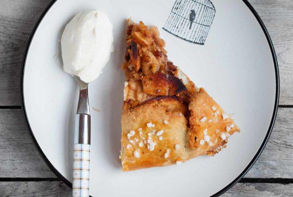 Tarta z jabłkami na kruchym cieście serowym