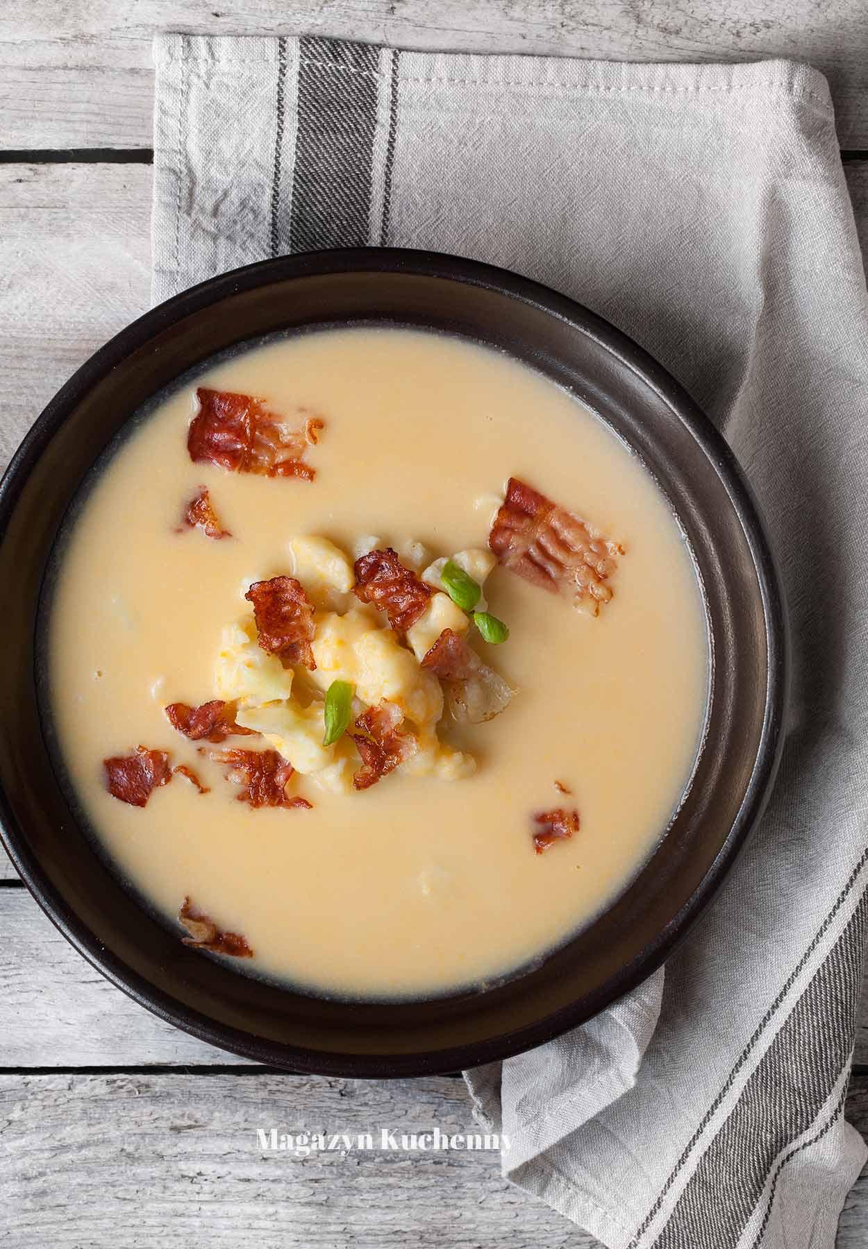 Zupa serowa z kalafiorem i boczkiem