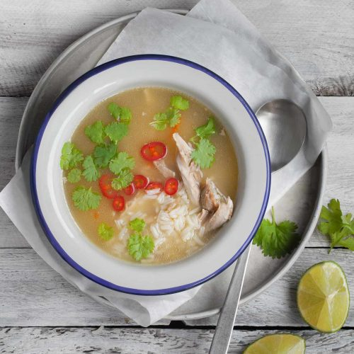 Wietnamska zupa z kurczaka z trawą, cytrynową,imbirem, chili i ryżem