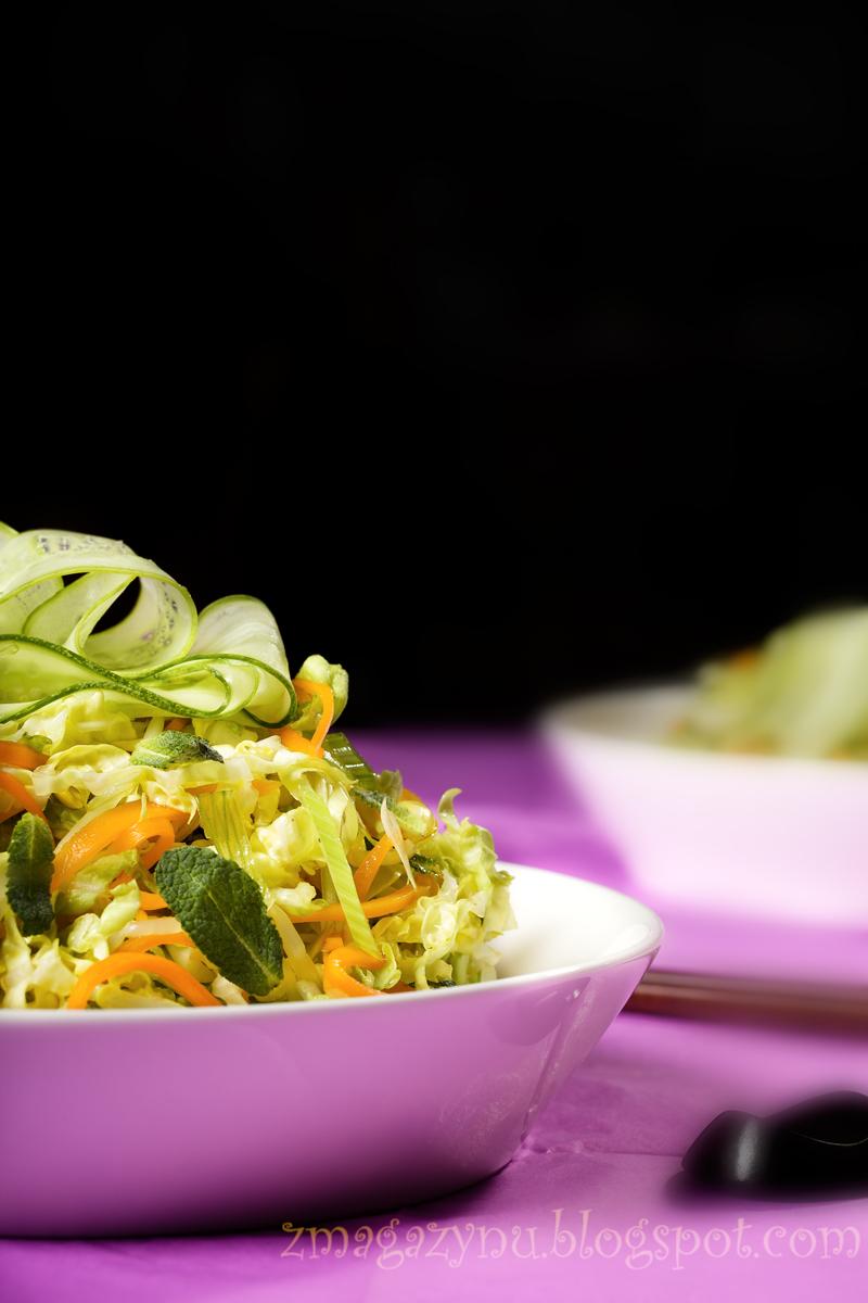 Sałatka coleslaw po chińsku, z kapusty pekińskiej, z marchewką i ogórkiem