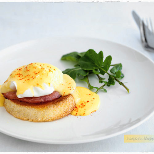 Jajka po benedyktyńsku. Jak zrobić jajka w koszulkach?