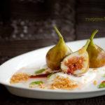 Figi z jogurtem i migdałową kruszonką