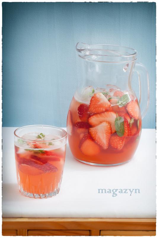 Orzeźwiający napój truskawkowy