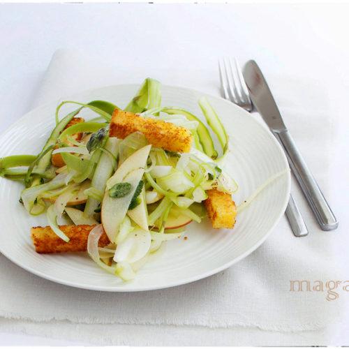 szparagowa sałatka z jabłkiem i miętą