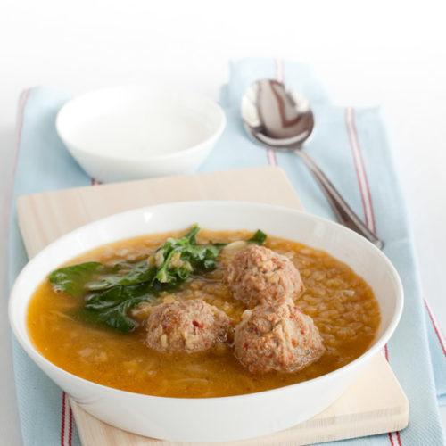 Zupa z soczewicy z klopsami z jagnięciny i szpinakiem