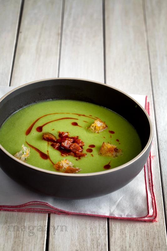 Zupa z zielonego groszku z chorizo