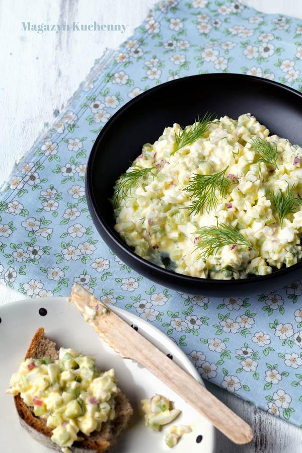 Jajeczna sałatka z marynowanym selerem