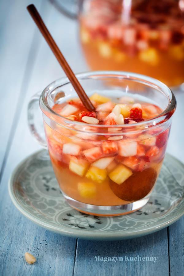 poncz-truskawkowy-z-ananasem