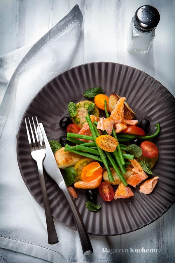 salatka-nicoise-nicejska-z-lososiem
