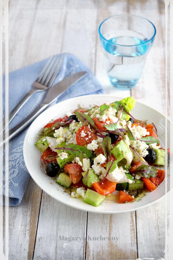 Sałatka grecka z zatarem i botwinką