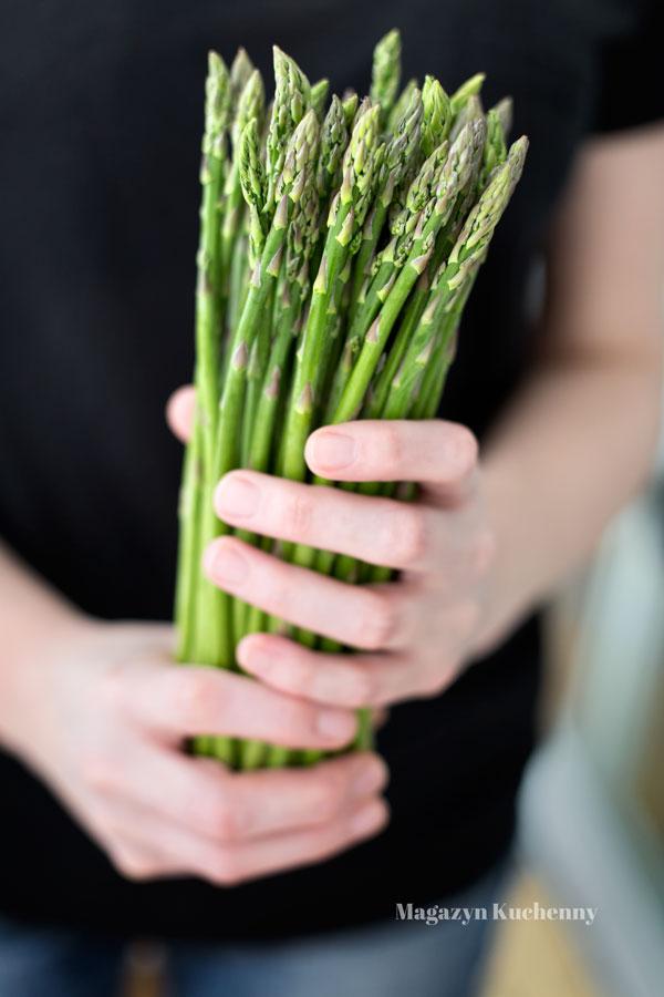 Jak przygotować szparagi i z czym je podawać?