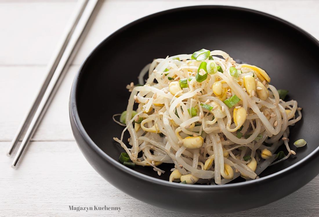 Koreańska sałatka z kiełków sojowych
