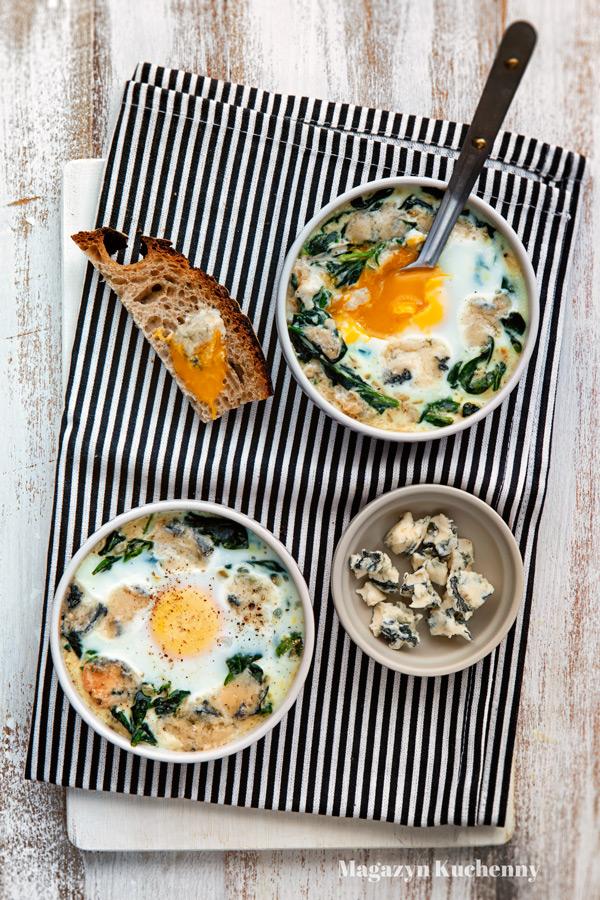 jajka-zapiekane-szpinak-gorgonzola